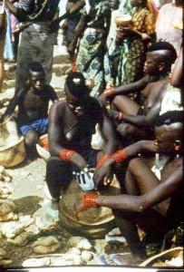 Urodziwe dzikuski z wioski Gulbinboka