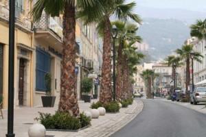 Główna ulica w Grasse, na wzgórzu Villa St. Georges