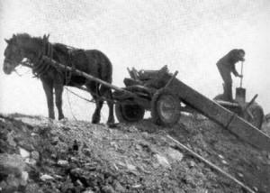 wyładowywanie gruzu na kopcu w 1948 r.